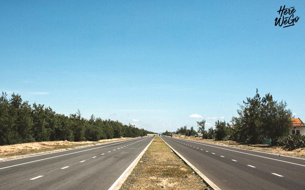 Con đường đến Ghềnh Đá Đĩa vô cùng đẹp (Ảnh: ST)