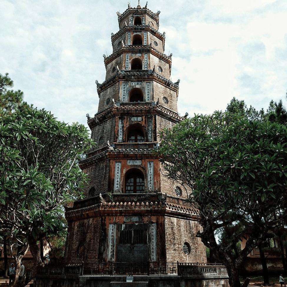 https://www.vntrip.vn/cam-nang/wp-content/uploads/2017/08/Chua-Thien-Mu-Hue.png