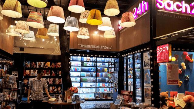 Mỗi gian hàng sách lại có cách bày trí khác nhau, đem lại nhiều không gian đẹp và mới lạ (Ảnh: Sưu tầm)