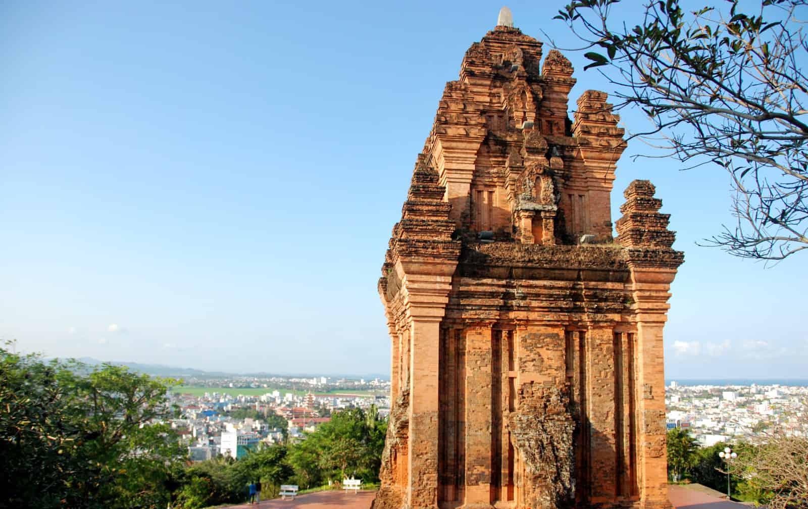 Tháp Nhạn, công trình kiến trúc nổi bật của người Chăm cổ (Ảnh: ST)