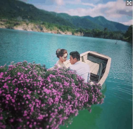 Thuê thuyền hoa chụp ảnh cưới