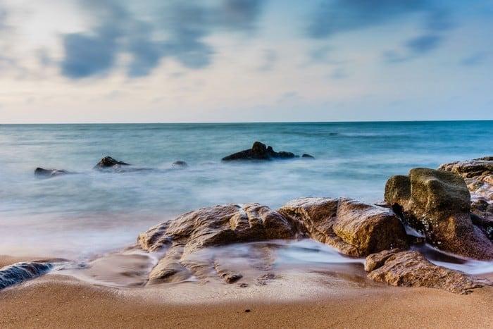 Bãi đá nét đẹp vô cùng độc đáo của bãi biển Hồ Cốc Bà Rịa - Vũng Tàu (Ảnh: Tuan Nguyen)
