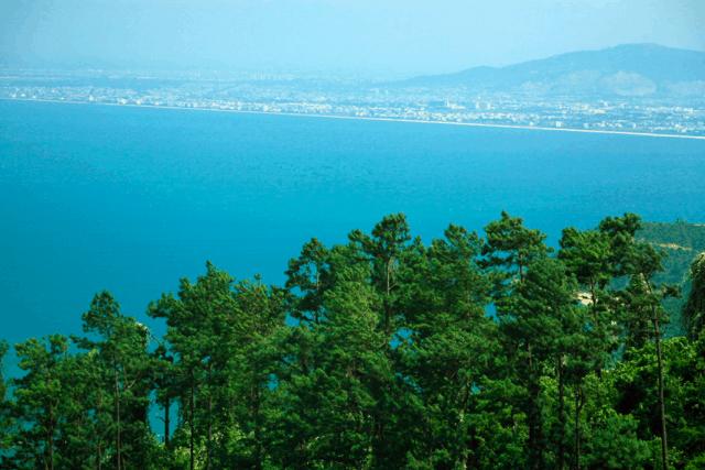 Phong cảnh không gian biển trời mênh mông nhìn từ Đèo Hải Vân