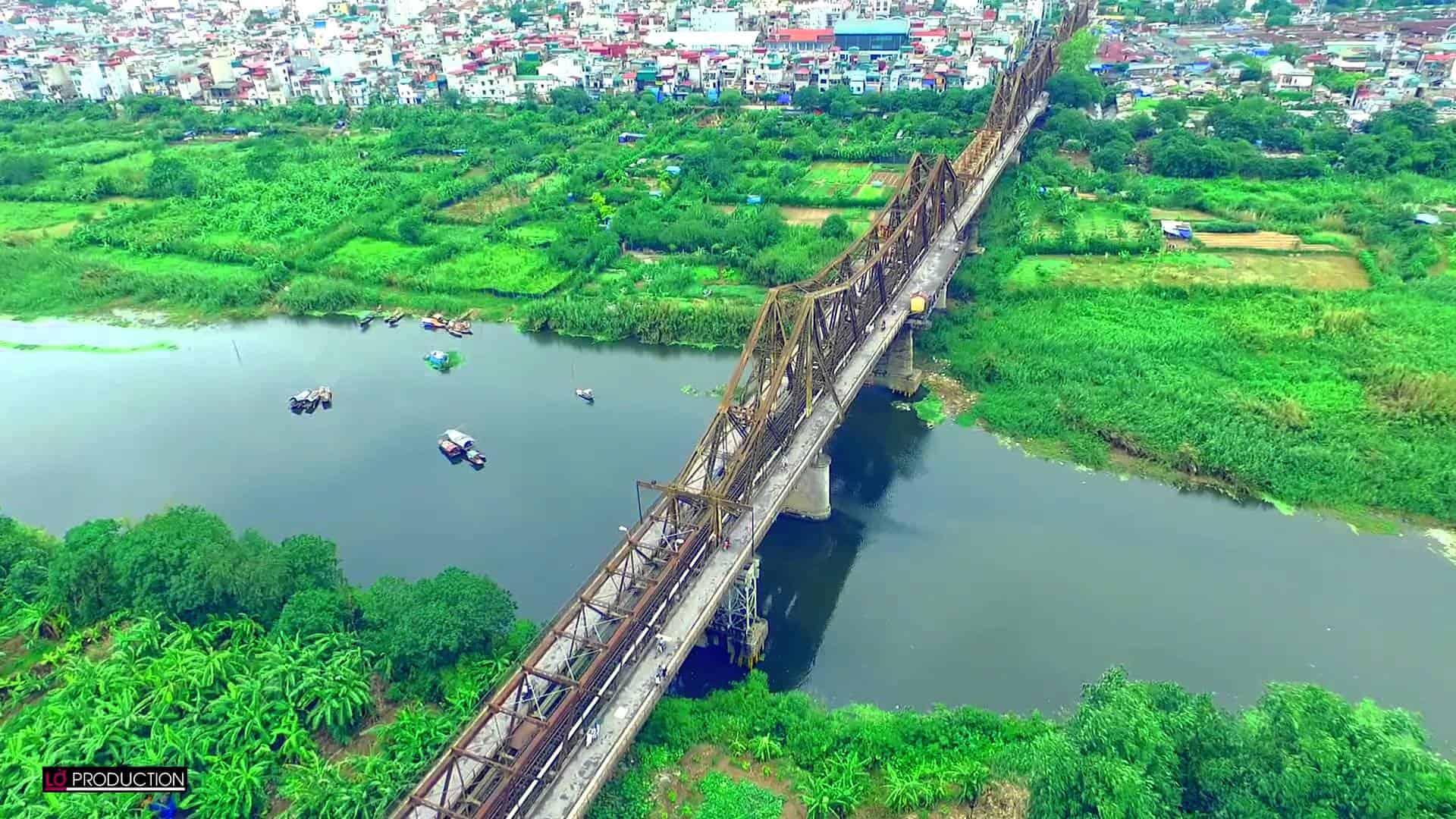 Bãi đá sông Hồng xanh ngắt ngay chân cầu Long Biên