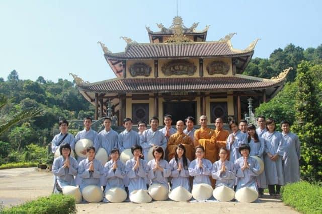 Phật tử tham gia khóa tu ở Thiền viện Trúc Lâm Bạch Mã 01
