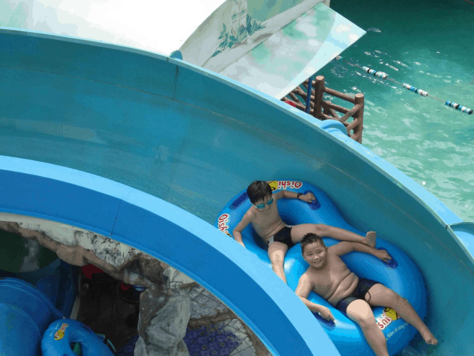 Cầu trượt thuyền phao ngoạn mục (Ảnh: Sưu tầm)