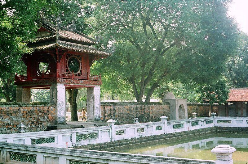Khuê Văn Các và giếng Thiên Quang ở Văn Miếu