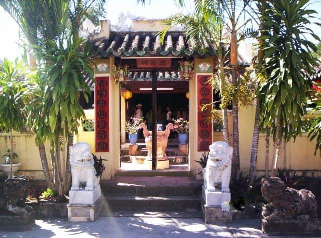 Đền thờ họ Mạc nằm trên đường Mạc Cửu , thị xã Hà Tiên. Đây là điểm tham quan đứng đầu trong danh sách Hà Tiên thập vịnh (Ảnh sưu tầm)