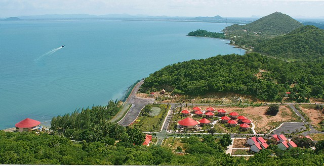 Ngắm nhìn toàn cảnh địa điểm Hà Tiên yên bình, thơ mộng từ ngọn hải đăng (ảnh sưu tầm)