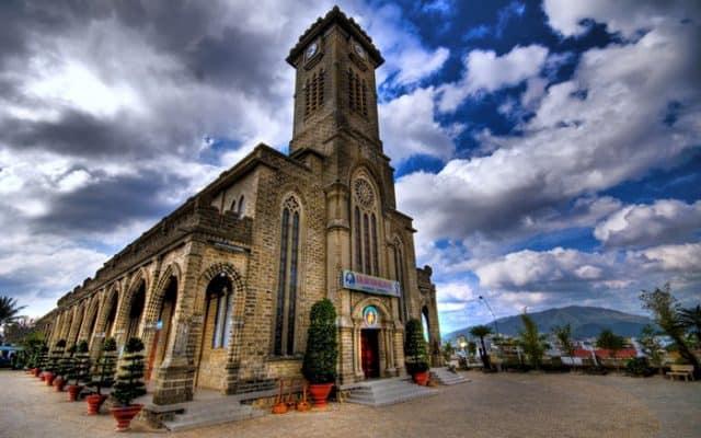 du lịch nhà thờ đá nha trang