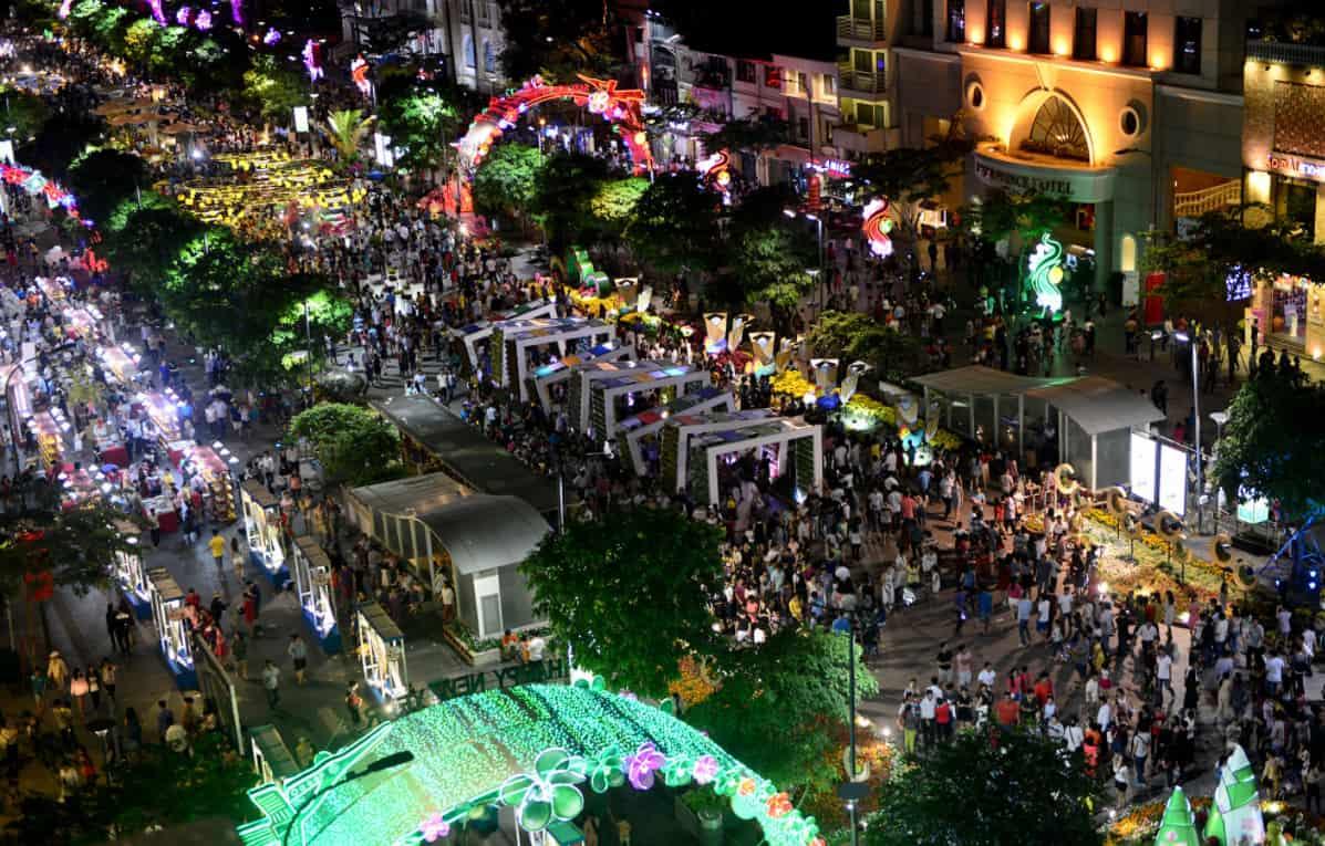 Kết quả hình ảnh cho Đường Nguyễn Huệ - Quận 1: Phốđi bộ Sài Thành