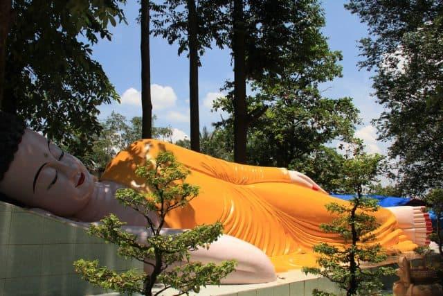 Vẻ đẹp tượng Phật nghìn mắt nghìn tay được chạm khắc rất gọn gàng, tinh tế