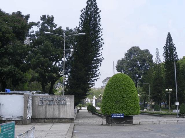 Cổng chính công viên Lê Văn Tám