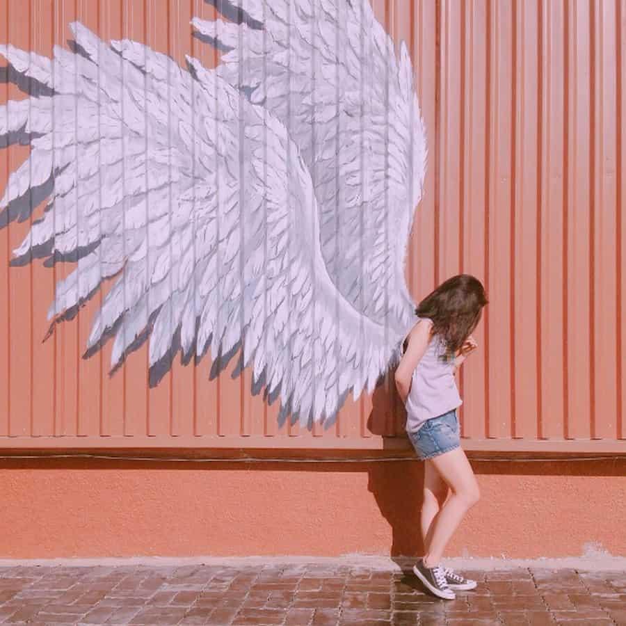 Đôi cánh khổng lồ trên tường giúp bạn có những bức hình tuyệt đẹp