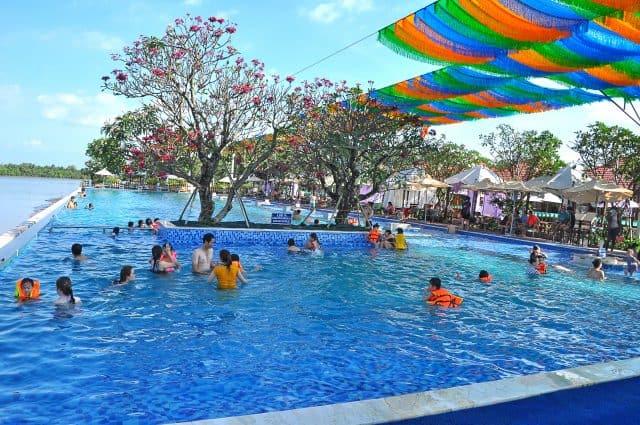 Hệ thống hồ bơi tại khu du lịch The BCR