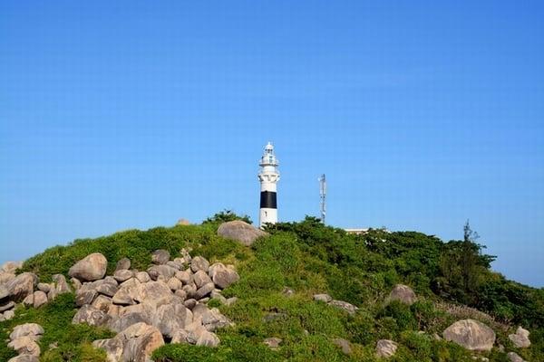 Ngọn hải đăng trên đỉnh Cù Lao Xanh (Ảnh sưu tầm)