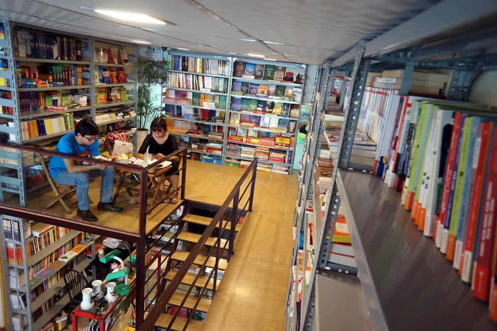 Không gian cafe sách Đông Tây rất phù hợp với những người thích yên tĩnh
