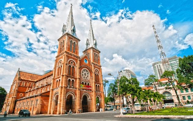 nhà thờ đức bà là địa điểm du lịch được nhiều du khách quan tâm