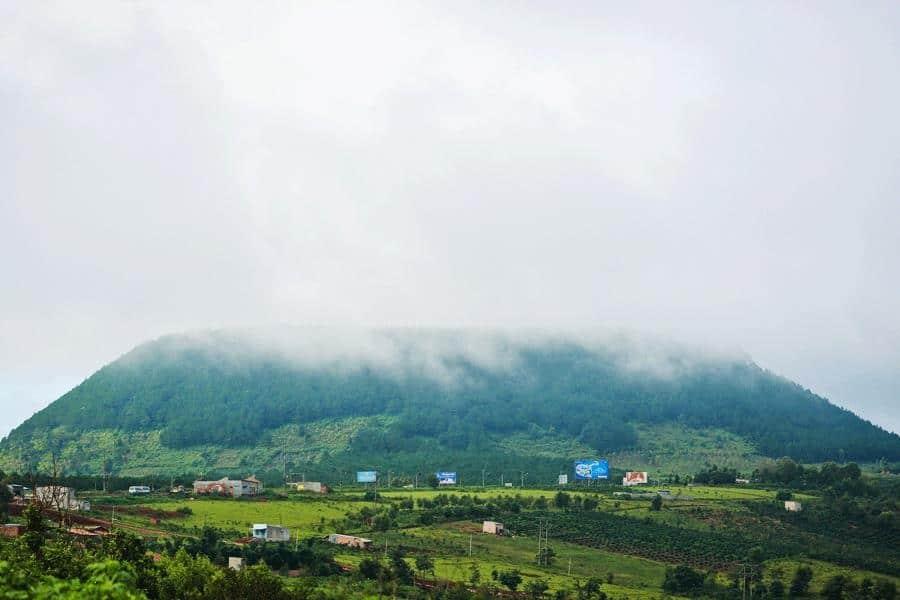 Toàn cảnh bức tranh Núi Hàm Rồng. (Ảnh ST)