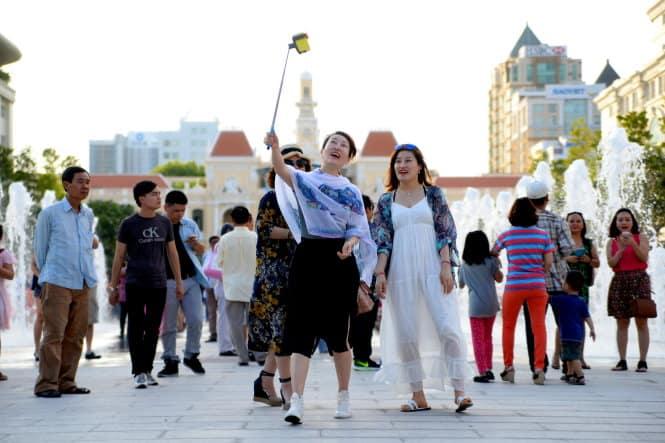 Tại phố Nguyễn Huệ bạn sẽ có nhiều khung cảnh để checkin