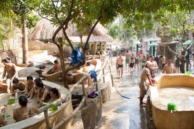 Tắm bùn Tháp Bà là địa điểm vui chơi lý tưởng khi đến Nha Trang (Ảnh ST)