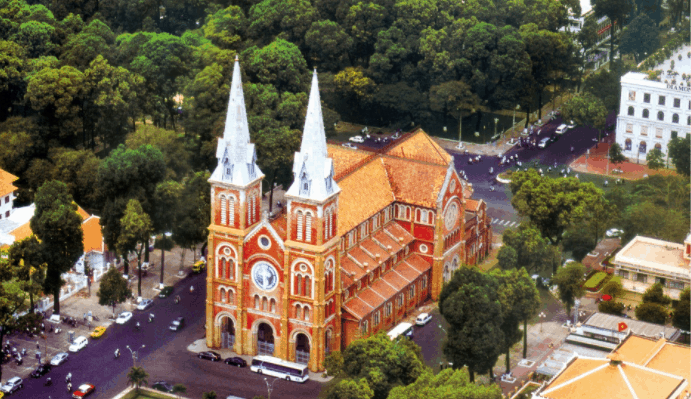 Toàn cảnh nhà thờ Đức Bà nhìn từ trên xuống trông thật tráng lệ