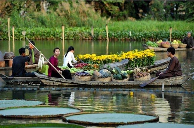 Những ngon thuyền chở đầy hoa quả thơm ngon