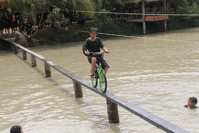 Trò chơi trong khu du lịch sinh thái Phú Lan Vương (Ảnh ST)