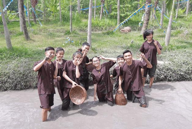 Hoạt động vui chơi trong khu du lịch Phú An Khang (Ảnh ST)