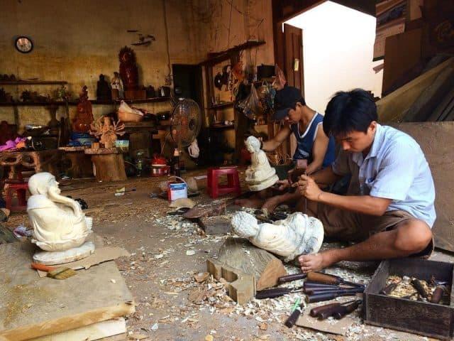 Người thợ tay nghề làng mộc (Ảnh sưu tầm)