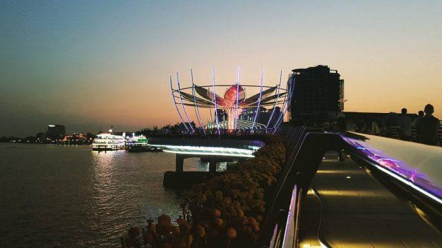 Vẻ huyền ảo về đêm trên cầu Cần Thơ