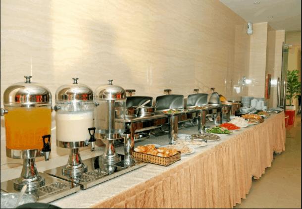 Nhà hàng chăm sóc các bữa ăn của khách hàng