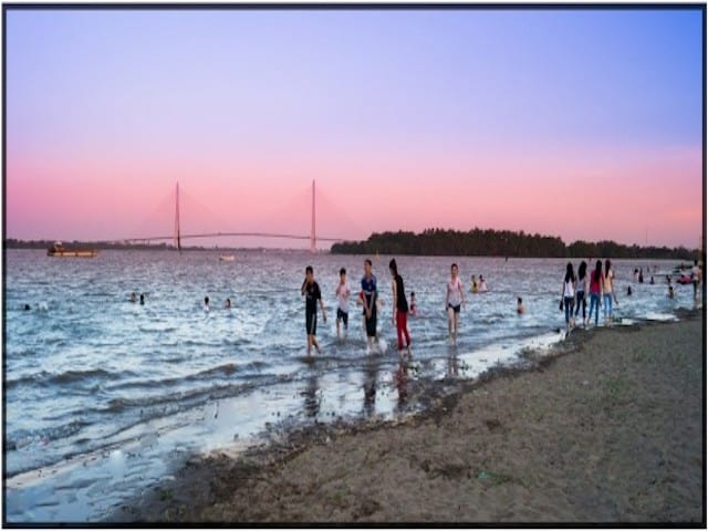 Bãi biển Cần Thơ được biết đến là bãi biển nhân tạo thuộc khu Bãi Cát, quận Ninh Kiều
