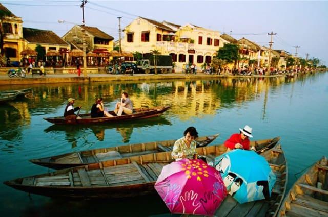 Cảnh chèo thuyền trên sông Thu Bồn (Ảnh: ST)