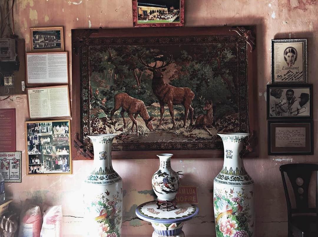 Hàng loạt đồ cổ trong ngôi nhà
