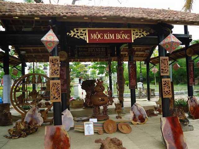 Làng Mộc Kim Bồng nổi tiếng với nhiều sản phẩm đồ gia dụng, thuyền và dựng đền chùa (Ảnh sưu tầm)