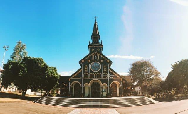 Vẻ đẹp huyền ảo cổ kinh của nhà thờ gỗ (Ảnh ST)