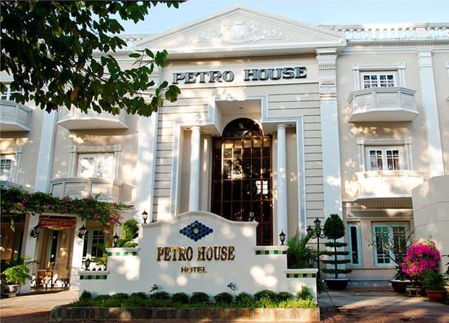 Petro House đẹp rạng ngời dưới nắng