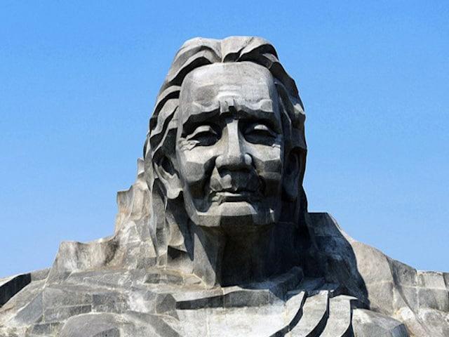 Tượng đài Mẹ Thứ nằm trên đỉnh núi Cấm, thôn Phú Thạnh, xã Tam Phú, thành phố Tam Kỳ, Quảng Nam