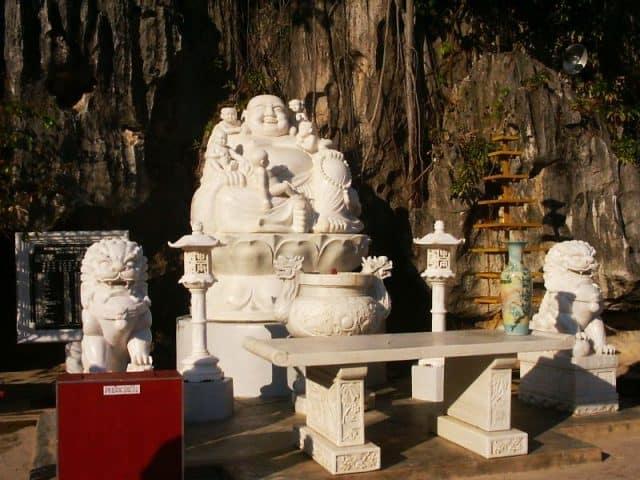 Tượng Phật Di Lặc nặng 22 tấn