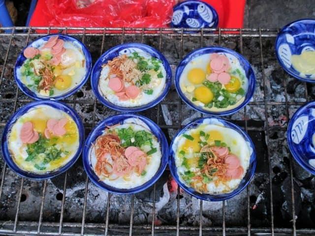 """Món chén trứng nướng béo ngậy với topping """"ngập miệng"""" (Ảnh: ST)."""