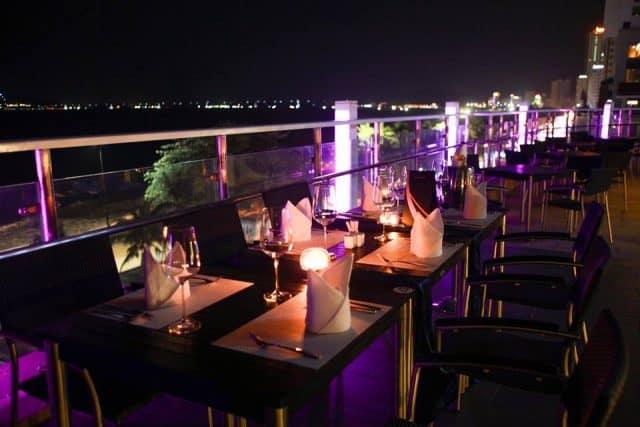 Không gian thoáng mát giúp du khách có hội trải nghiệm một Nha Trang về đêm (Ảnh sưu tầm)