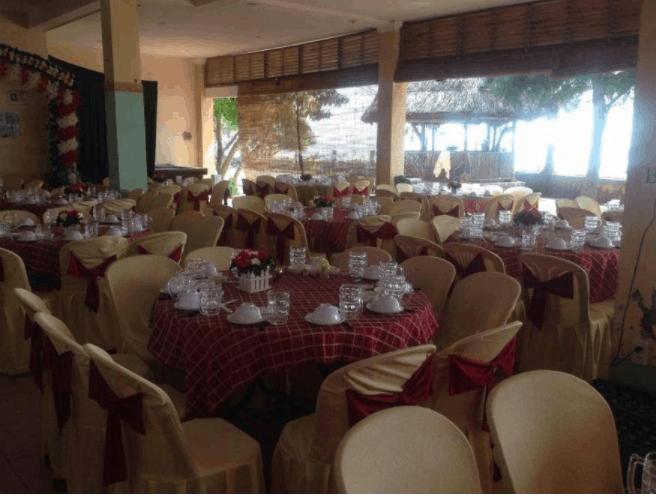 nhà hàng của khách sạn rộng, gọn gàng và lịch sự