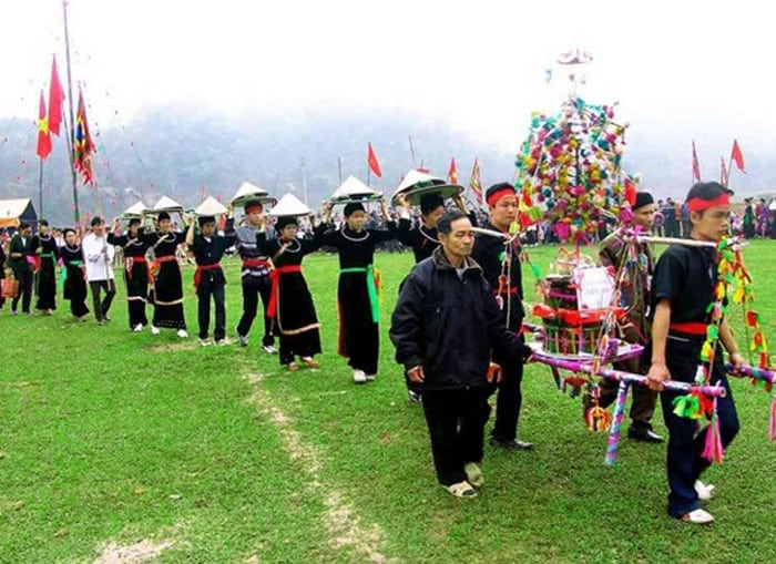 Một lễ hội truyền thống ở chợ tình Krông Năng. (Ảnh ST)