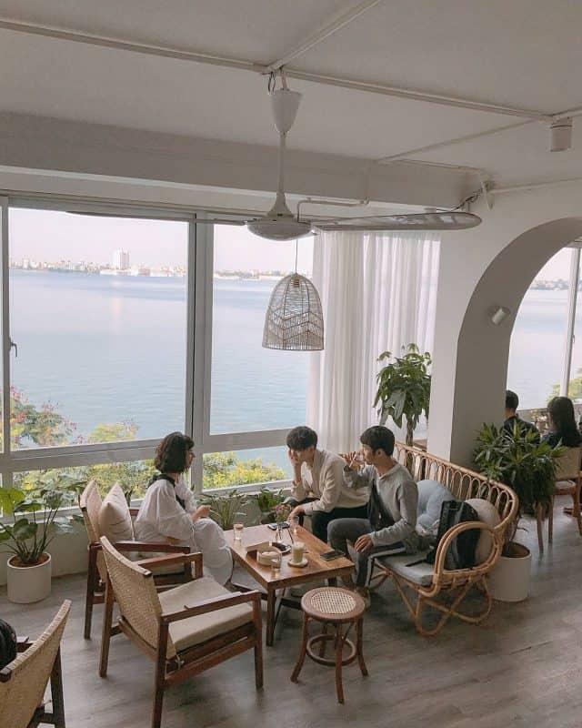 Cup of Tea là quán cafe lý tưởng cho buổi trà chiều cùng bạn bè bên Hồ Tây