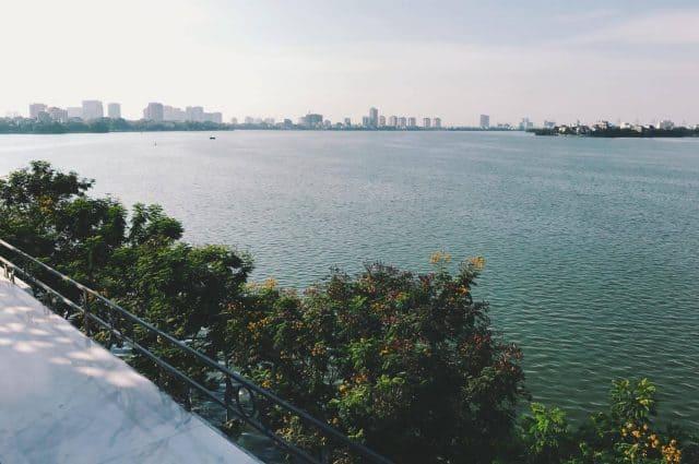Toàn cảnh Hồ Tây nhìn từ Cup of Tea