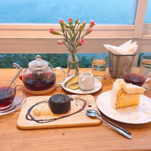 Giá đồ uống tại Cup of Tea dao động từ 35.000 - 75.000 đồng (Ảnh: @vankimnguyen)