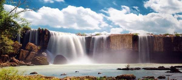 Bao quát khung cảnh những con thác hùng vĩ chảy từ sông Serepok (Ảnh: ST)