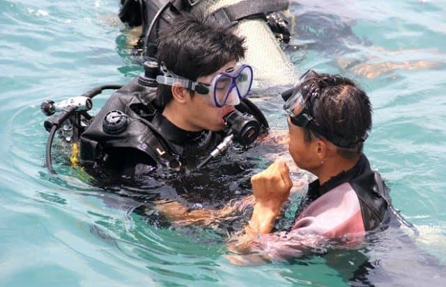 Hướng dẫn viên lặn biển (Ảnh sưu tầm)