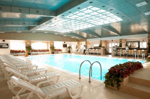 Không gian hồ bơi May Hotel Saigon